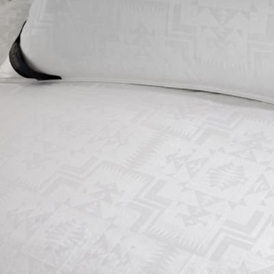 Pendleton ® 400-Thread-Count Jacquard Classic Wool & Down Queen Comforter in White