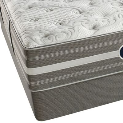 Beautyrest® World Class® Heritage Pines Plush Split Queen Mattress Set