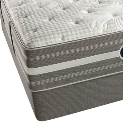 Beautyrest® World Class® Evans Oaks Plush Queen Mattress Set