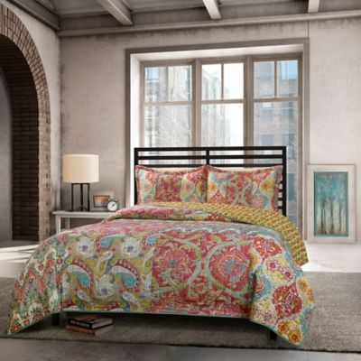 Calandra Reversible Full/Queen Quilt Set in Red