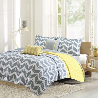 Intelligent Design Nadia Twin/Twin XL Coverlet Set