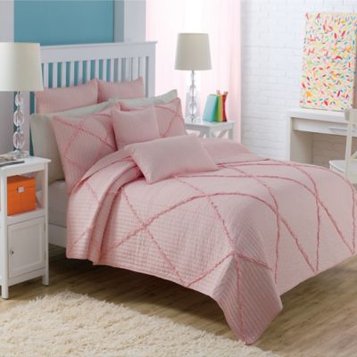Diamond Ruffle Twin Quilt Set in Pink