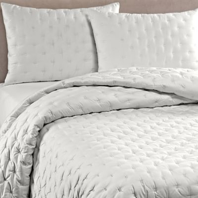 Vera Wang™ Luster King Quilt in Alabaster