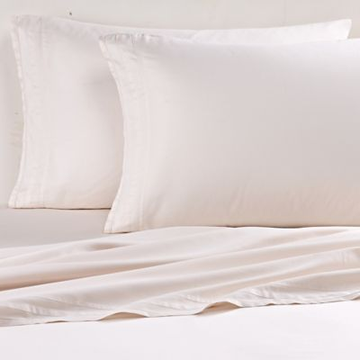 Vera Wang™ Simplicity Queen Fitted Sheet in Carnation