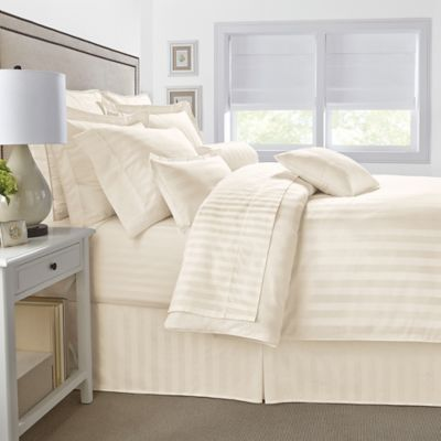 500-Thread-Count Damask Stripe Reversible Twin Comforter Set in Ivory