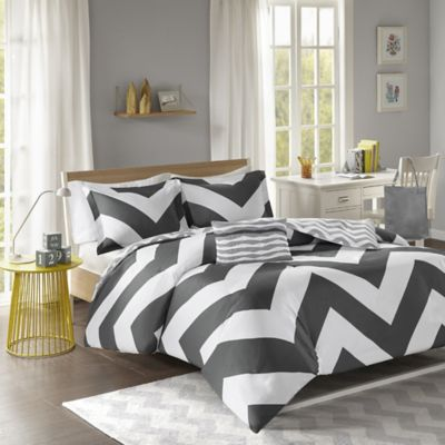 Libra Reversible Chevron Full/Queen Duvet Cover Set in Black/White