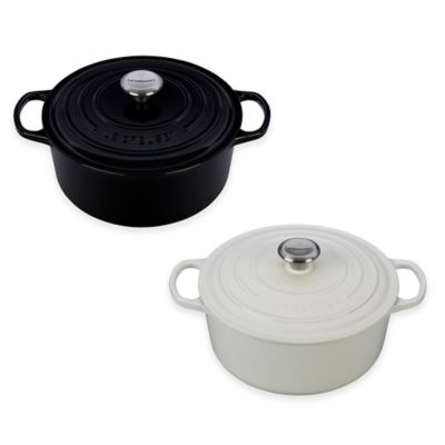 Le Creuset® Signature 5.5 qt. Round French Oven in Black