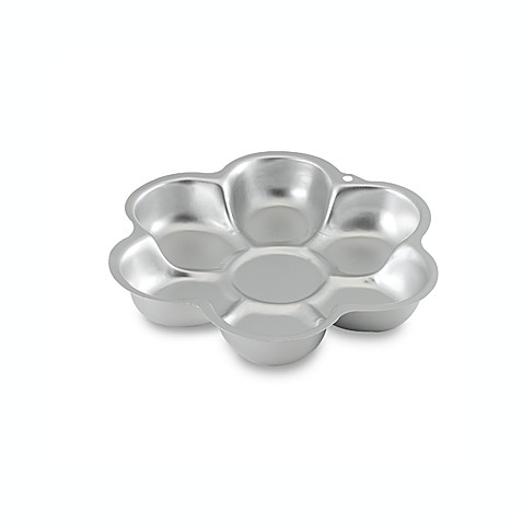 Wilton® Dancing Daisy Flower Cake Pan