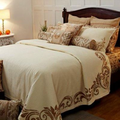 Royal Insignia Queen Coverlet Set in Gold