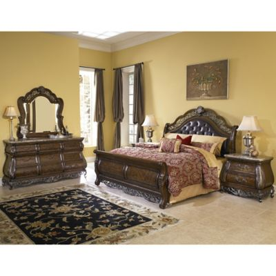 Pulaski Birkhaven 4-Piece Queen Bedroom Set in Brown
