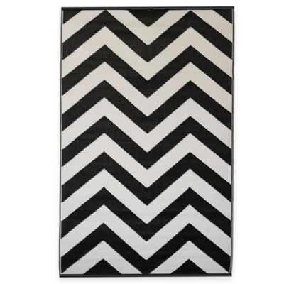 Fab Habitat Laguna 6-Foot x 9-Foot Indoor/Outdoor Area Rug in Black/White