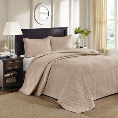 Madison Park Quebec Full/Queen Bedspread Set in White