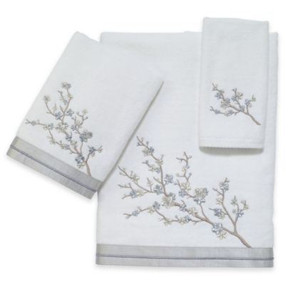 Avanti White Fingertip Towel
