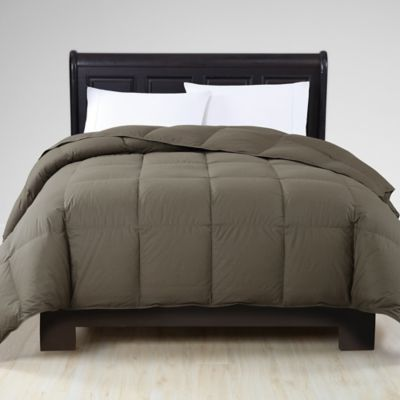 VCNY Down Alternative King Comforter in Grape