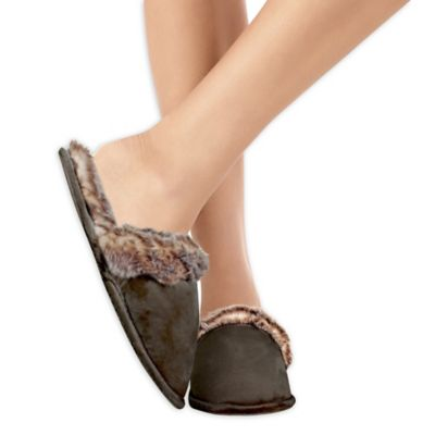 Adrienne Vittadini Large Faux Fur Slippers in Chocolate