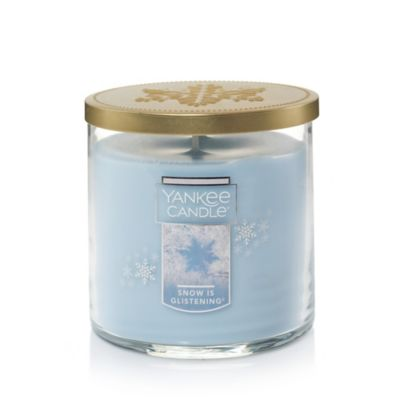 Yankee Candle® Winter Wonderland® Snow is Glistening® Medium Jar Candle