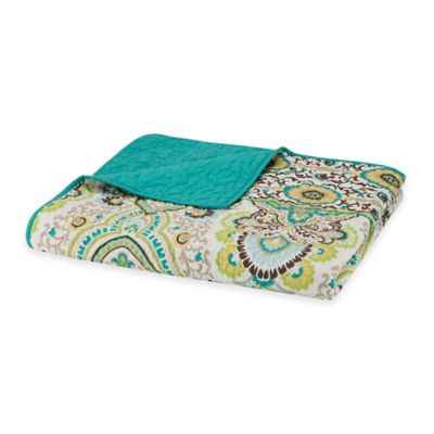 Intelligent Design Tasia Oversized Quilted Throw in Green
