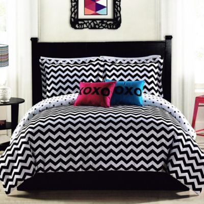 Chevron Stroll Twin Comforter Set in Black/White