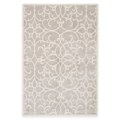 Scroll 5-Foot x 7-Foot Indoor/Outdoor Area Rug in Light Grey