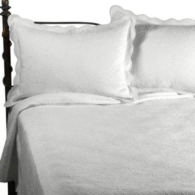 Matelasse Coventry Full/Queen Quilt Set in White