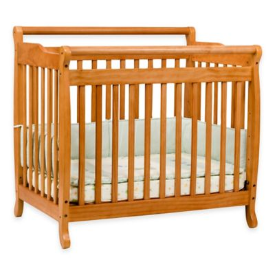 DaVinci Emily Mini Crib in Honey Oak
