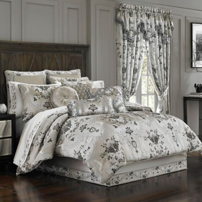 J. Queen New York™ Alessandra Queen Comforter Set in Smoke