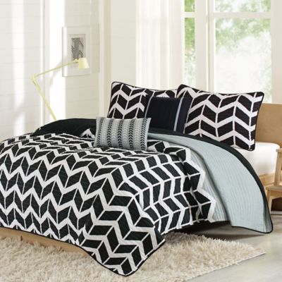 Intelligent Design Nadia King/California King Coverlet Set in Grey/Black/White