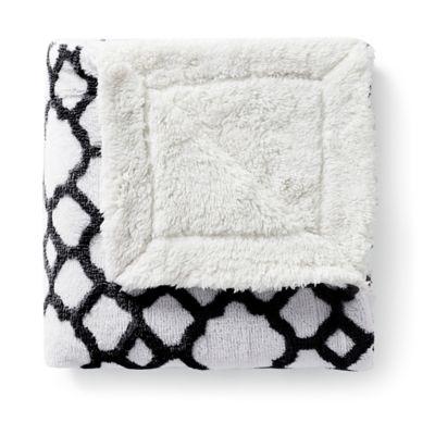 VCNY Chantal Jacquard Throw Blanket in Black