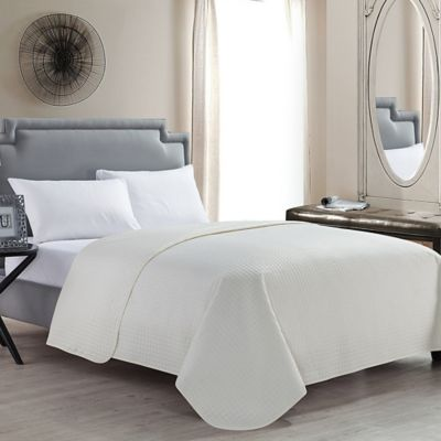 VCNY Columbus Full/Queen Quilt in Ivory