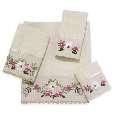 Avanti Victoria Bath Towel in Ivory