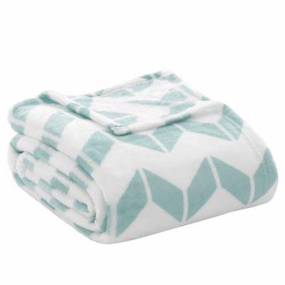 Intelligent Design King Chevron Plush Blanket in Aqua/White