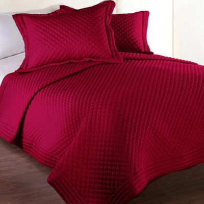 Clean Living Diamond Water/Stain Resistant Full/Queen Quilt in Red