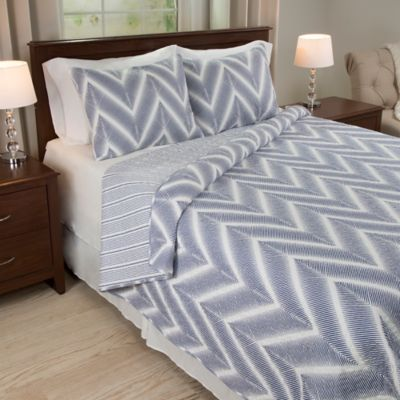 Nottingham Home Oriana 2-Piece Reversible Twin Quilt Set in Blue/White