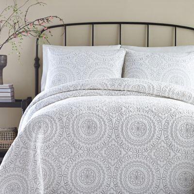 Jessica Simpson Medallion Standard Pillow Sham in Grey