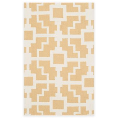 Safavieh Four Seasons Blair 5-Foot 8-Inch Indoor/Outdoor Area Rug in Gold/Ivory