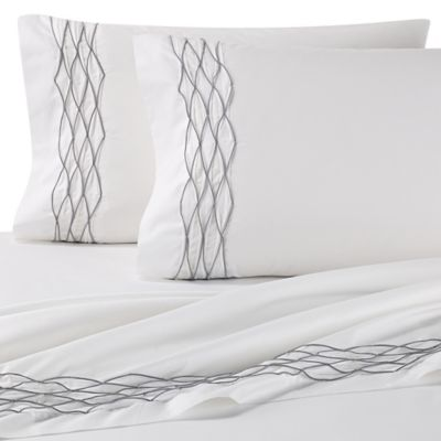 Vera Wang™ Diamond Pearl Queen Fitted Sheet in White