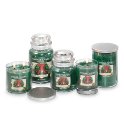 Yankee Candle® Housewarmer® Christmas Wreath® 22.7-Ounce Lidded Cylinder Candle