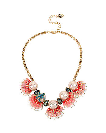 BETSEY AND THE SEA SHELL FRONTAL NECKLACE