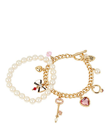 BETSEY GIFTING CHARMY PEARL BRACELET SET