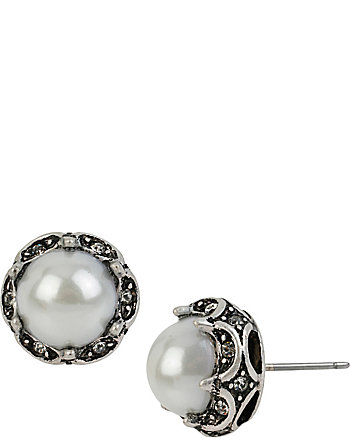 SOMETHING NEW PEARL STUD EARRINGS