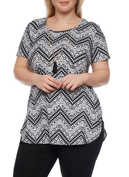 Plus Size Printed Tee with Necklace and Shirttail Hem - 1912072240003