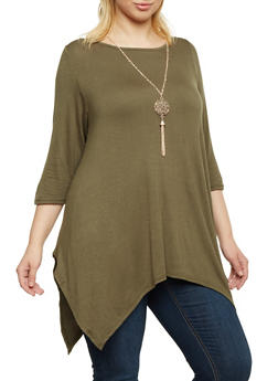 Plus Size Sharkbite Hem Top with Necklace - GREEN - 1917038341992