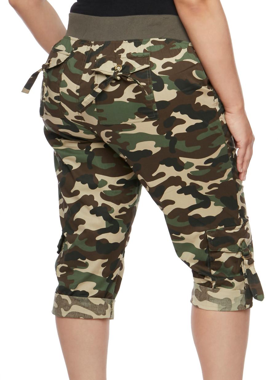 Plus Size Camouflage Cargo Capri Pants - Rainbow