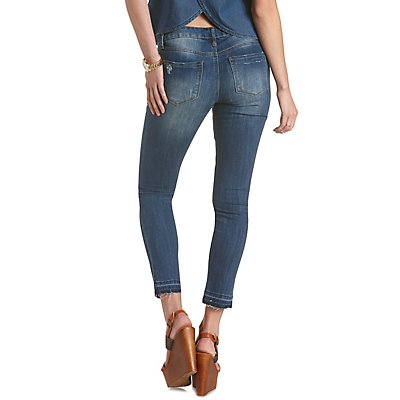 Distressed Cropped Cut-Off Jeans