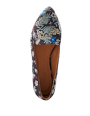 Brocade Pointed Toe Loafers