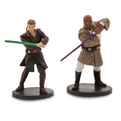 Les fans pourront recréer la lutte entre le bien et le mal à travers les générations de la saga Star Wars. Ce méga ensemble contient 20 figurines sur socle représentant les plus célèbres personnages du film.