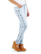 /product/Navajo-Embroidered-Skinny-Jeans/158667.uts