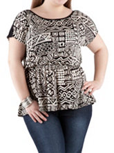 /product/Plus-Button-Shoulder-Tribal-Print-Top/157104.uts
