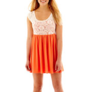 Arizona Cap-Sleeve Lace Sweetheart Dress