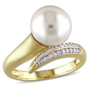 Cultured Freshwater Pearl & 1/10 CT. T.W. Diamond 10K Yellow Gold Ring